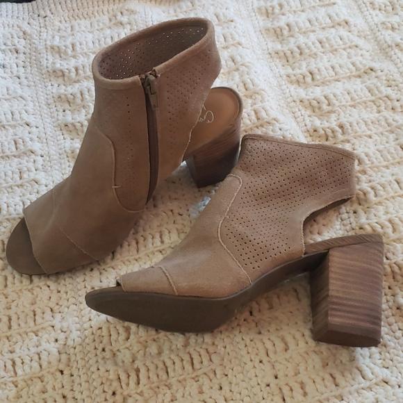 Block heel sandles crown vintage